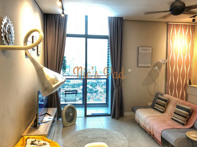 Nic's Pad ★ Solo/Couple ★ door step to MRT TTDI