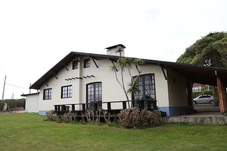large house at Santo Domingo beach, Chile - Rocas de Santo Domingo - Dom