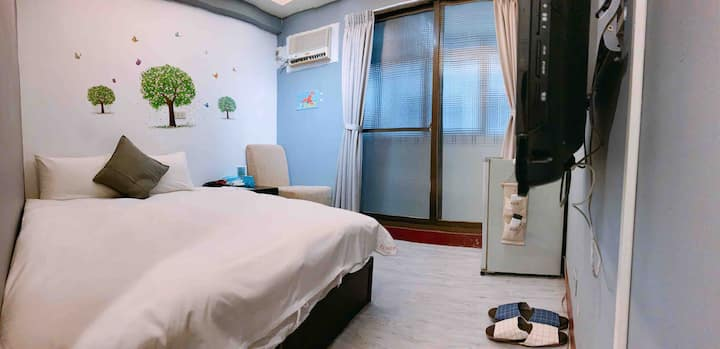 Taichung  Fengjia Taiwan 逢甲夜市雙人房2分鐘步行,電梯免搬行李,近停車場。