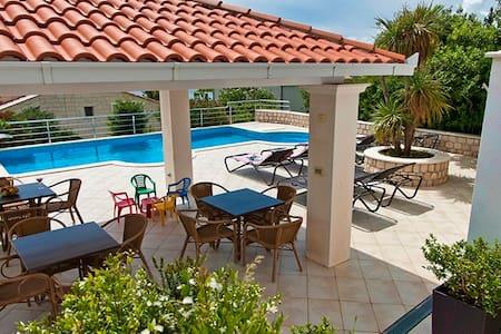 Luxurious Seaview Villa Pool Dubrovnik Plat for 22 - Plat