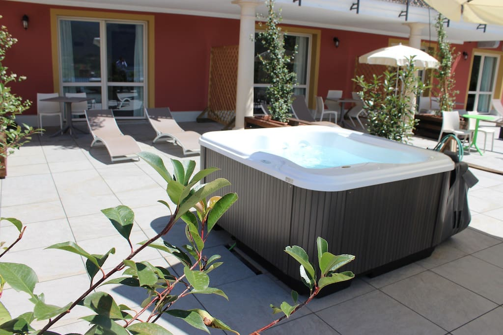 private hot tube jacuzzi