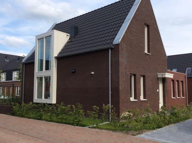 Vrijstaand huis met tuin - Rosmalen