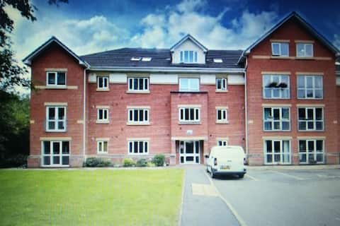 Beautiful apartment-nlw station to Liverpool & Man