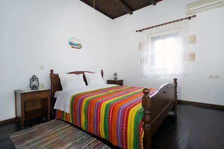 SPRING OFFER-Traditional Decorated 2-Bedroom Home! - Kokkino Chorio - 獨棟