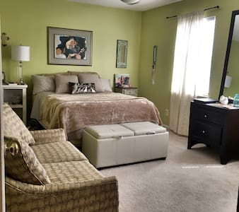 Private room/bathroom nice rate! - Pineville