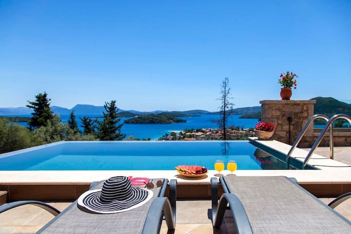 Stunning Villa With Views Over The Princes'Islands