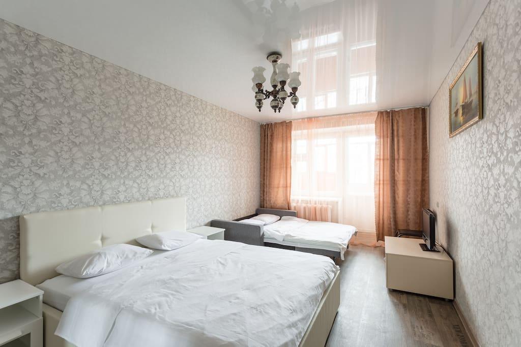 Комната, разложенный диван.