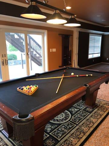 Entertainment w/Bonus Theater and Pool Table
