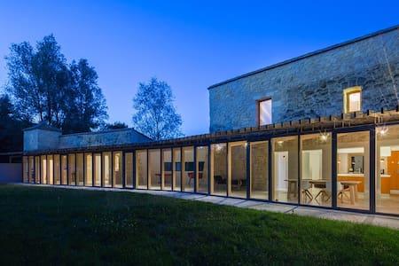 Belle demeure  Ancien prieuré 18km de Bordeaux - Beychac-et-Caillau