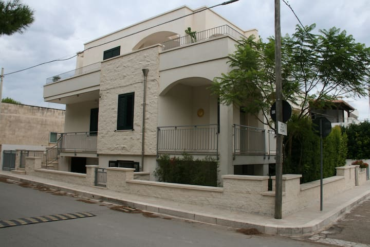 Torre Santa Sabina- Rosetta Stoned-