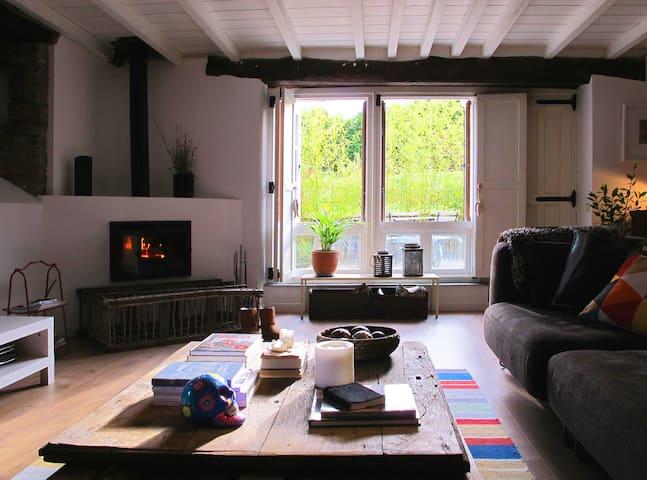 playa y montaña y mucha tranquilidad - Vilafernando - Huis
