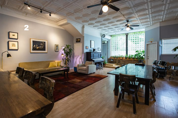 Huge One Bedroom with Great Room and Patio