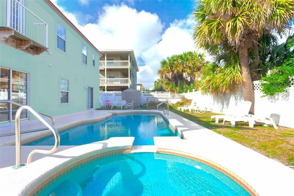 Lounge and swim in our backyard! - Enjoy our fenced, private pool and spa in the morning before you head off to the beach.  You'l