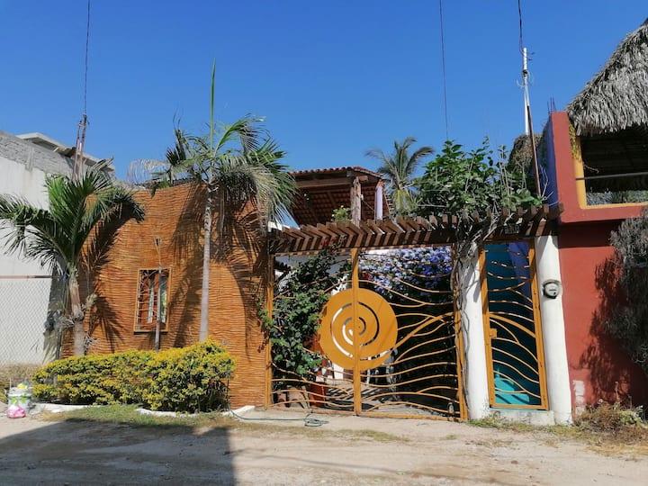 Casa Aom en Melaque, Hermosa Casa pasos del mar