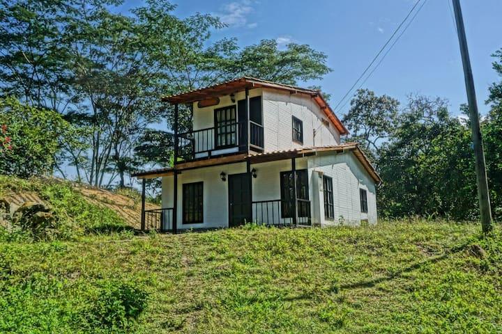 Hermosa casa finca, cómoda, limpia y tranquila