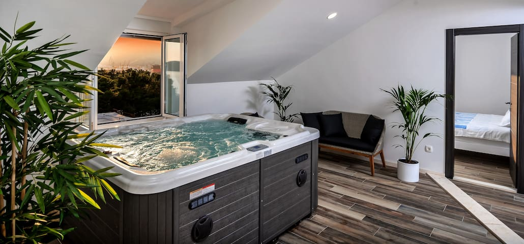 Hot Tub with a fantastic seaview to the west.