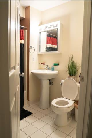 Full apparment 1bedroom/1bathroom clean comfy feel