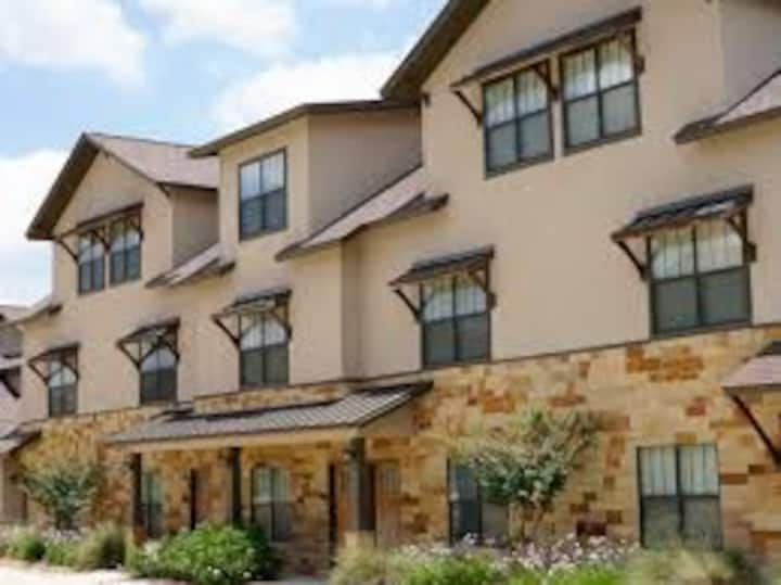 Cozy Condo in Bryan Texas.