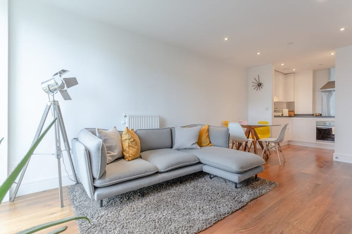 Beautifully Styled 1 Bed Flat in Canary Wharf