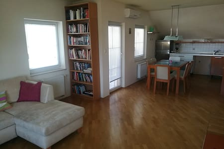 Peaceful 98 m2 apt (4 rooms) with big terrace