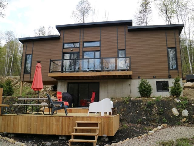 Chalet-Deluxe-Ensuite-Lake View