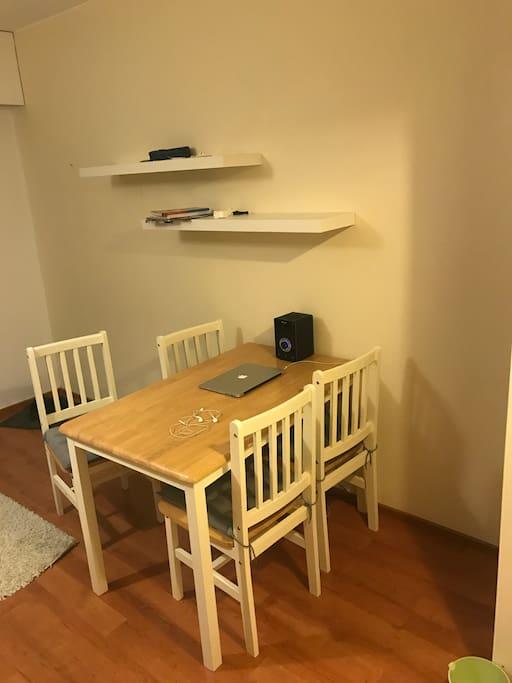 Olohuone/makuuhuone
