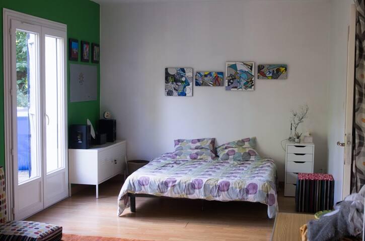 Chambre 1 à 5 pers. 40 min de Toulouse, au vert