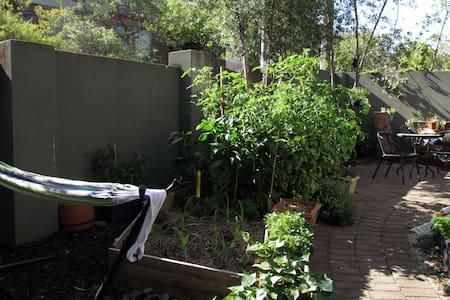 Melbourne: Inner East Garden Oasis - Glen Iris - Lejlighed