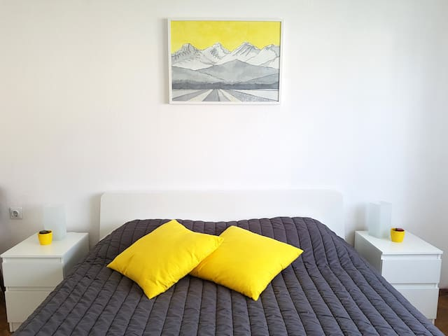Lovely yellow room in Ljubljana | Free parking