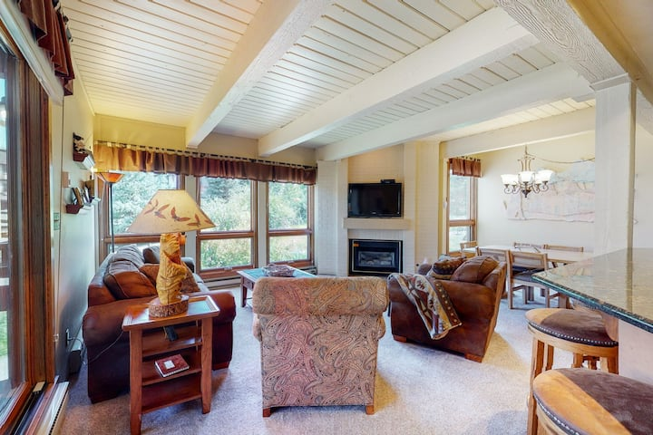 Great Family Condo w/WiFi/Shared Hot Tubs/Pool - steps from Steamboat Ski Lifts!