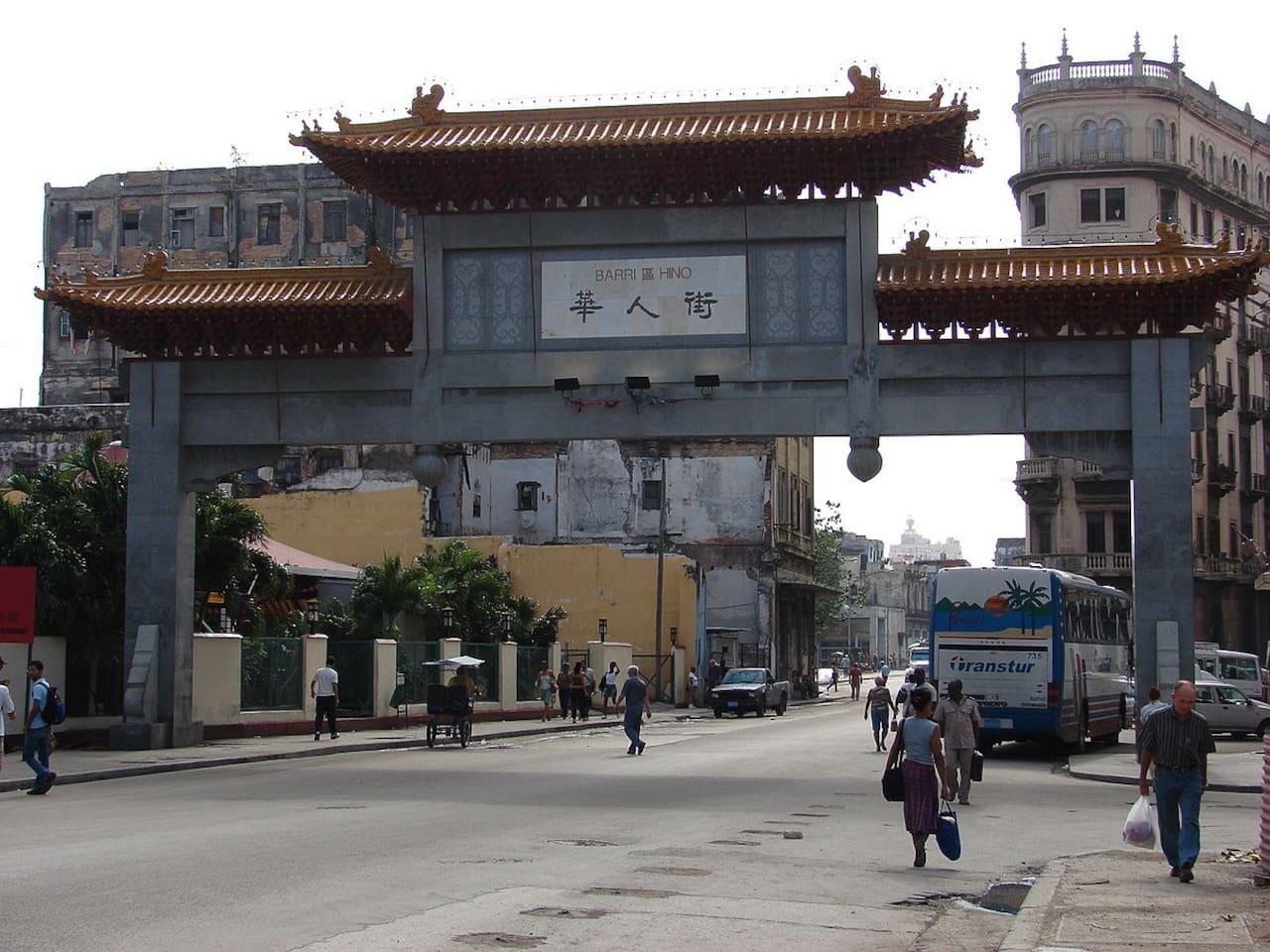 Puerta de los dragones. Entrada al barrio chino
