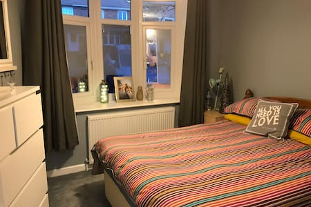 Comfy Double Room in friendly family home