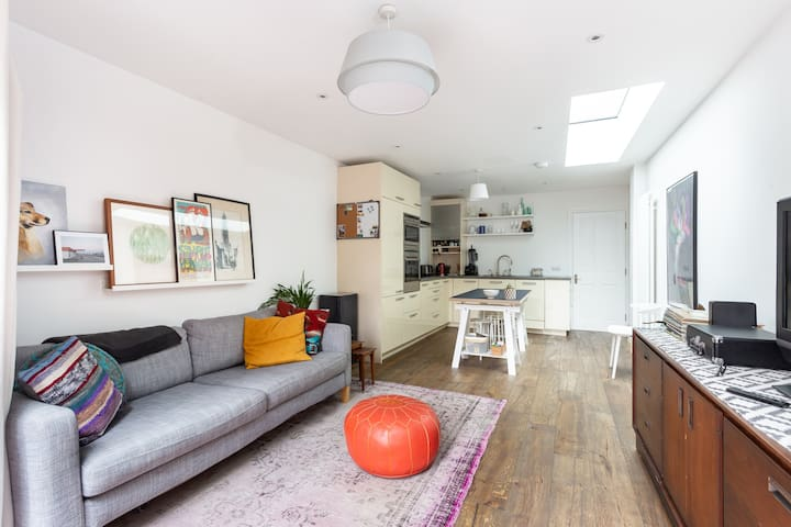 Stylish 2bed house-NEW- Southfields station,London