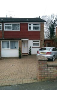 Family home - Frimley - Σπίτι