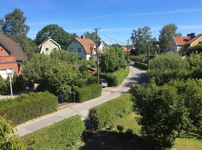 Nice and quiet neighbourhood 15 minutes away from Stockholm city.