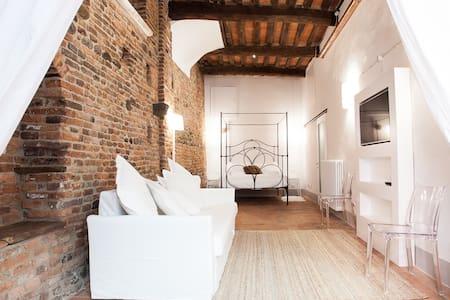 Street room in borgo medievale - Montecarlo