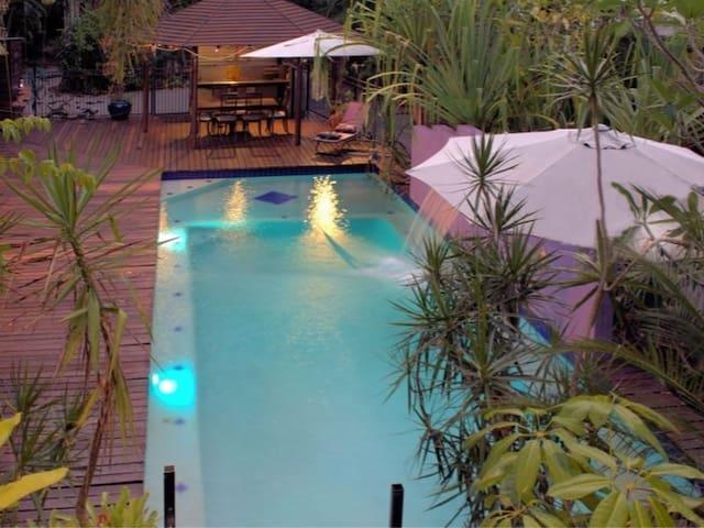 Tropical Escape - House, Large Pool & Free Wifi