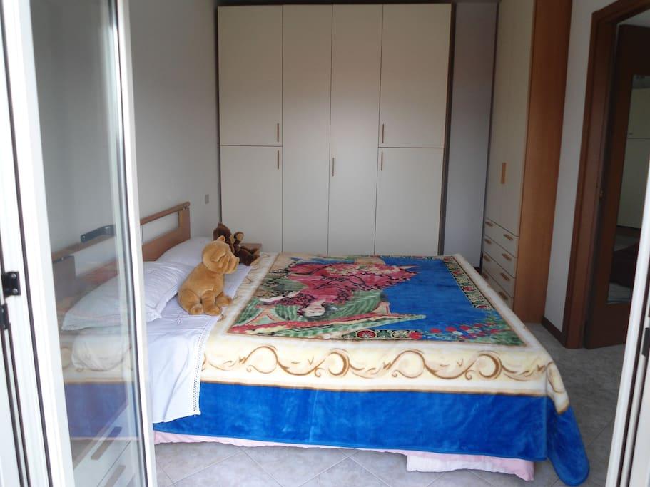Camera da letto con Armadi capienti