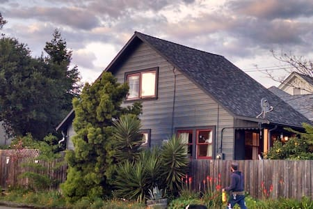 Farmhouse Room - Oakland