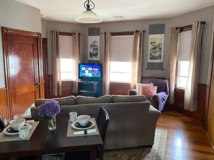 Clean & bright rooms in owner occupied home!
