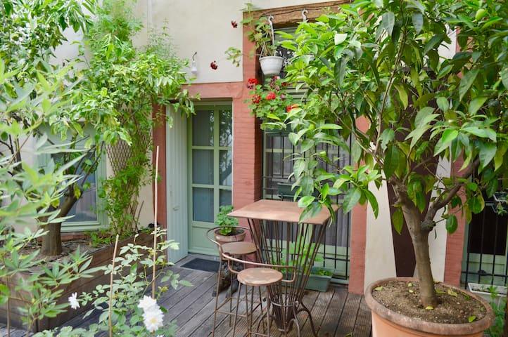 Chambre indépendante donnant sur le patio