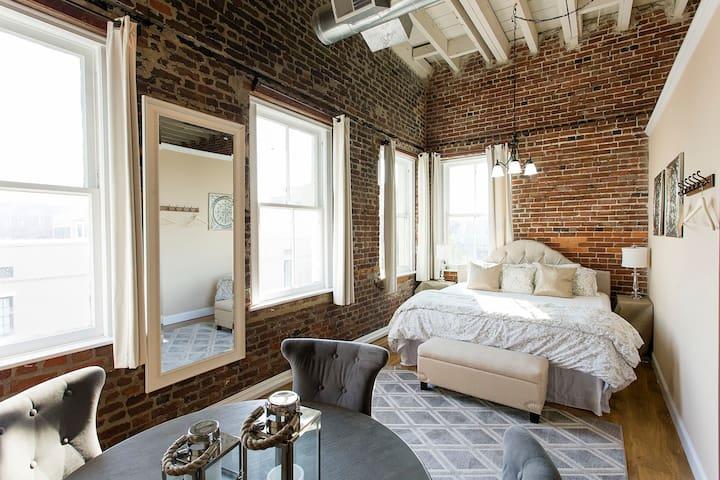 Newly Renovated Loft Cntr Downtown - Charleston - Loft