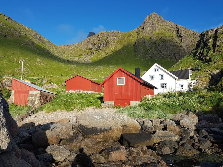 The red cabin in the front is the one for rent. And the shadowy peak in the background is skottinden