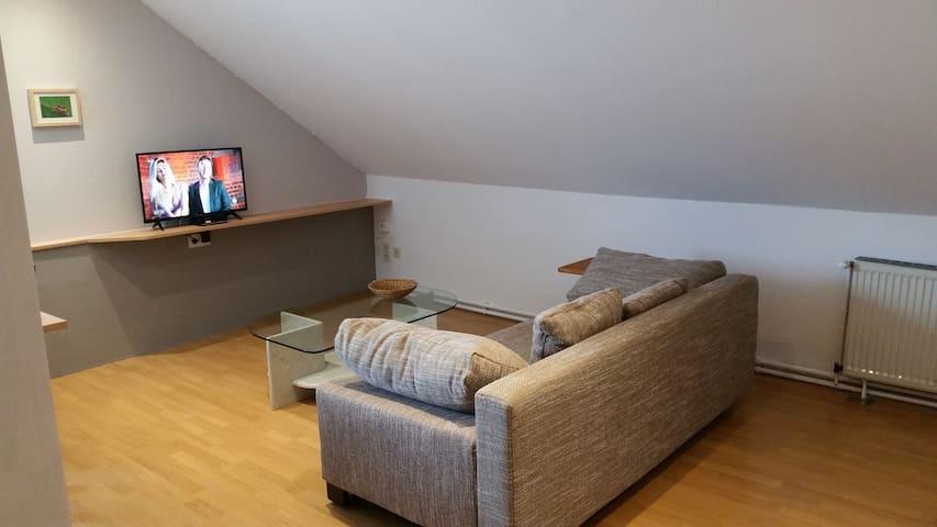 Wohnküche, Sitzecke mit TV