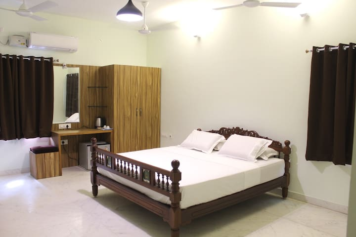 Deluxe King Size AC bedroom interior