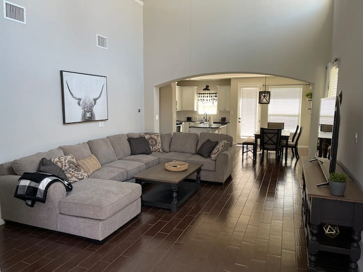 Large and cozy house perfect for Family or Group!