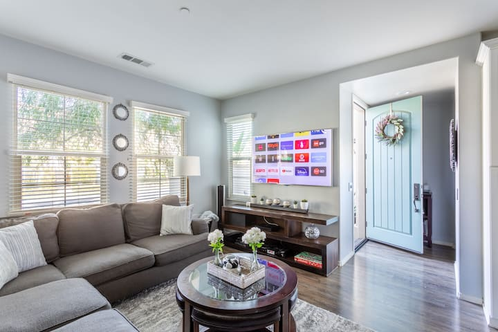 MODERN & LUX HOME, 7 MINS to Disney &ConventionCtr