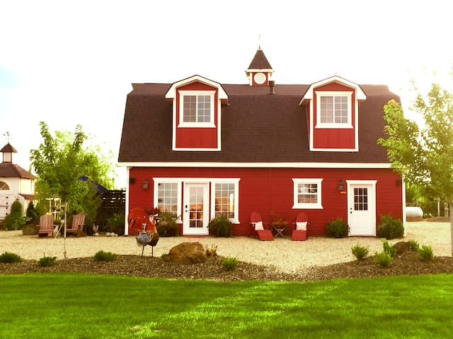 The ROOST: Modern Guest Barn Retreat★2Bed 2Bath