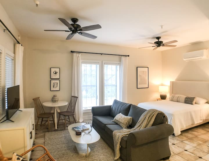 Village Studio on 30A - Walk to Rosemary Beach!