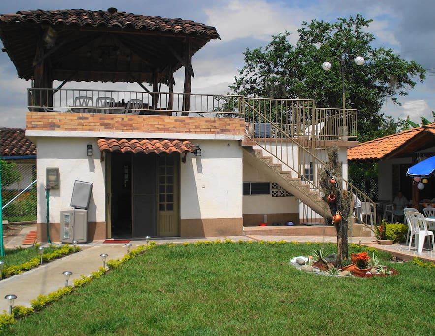 Habitacion adjunta e independiente con jacuzzi y bano turco